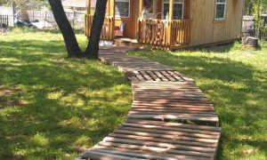 Садовая дорожка из поддонов: как сделать своими руками на даче из старых паллет, пошаговая инструкция и наглядный