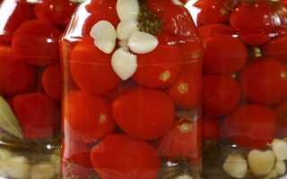 Как вкусно засолить помидоры на зиму в банках: простой рецепт
